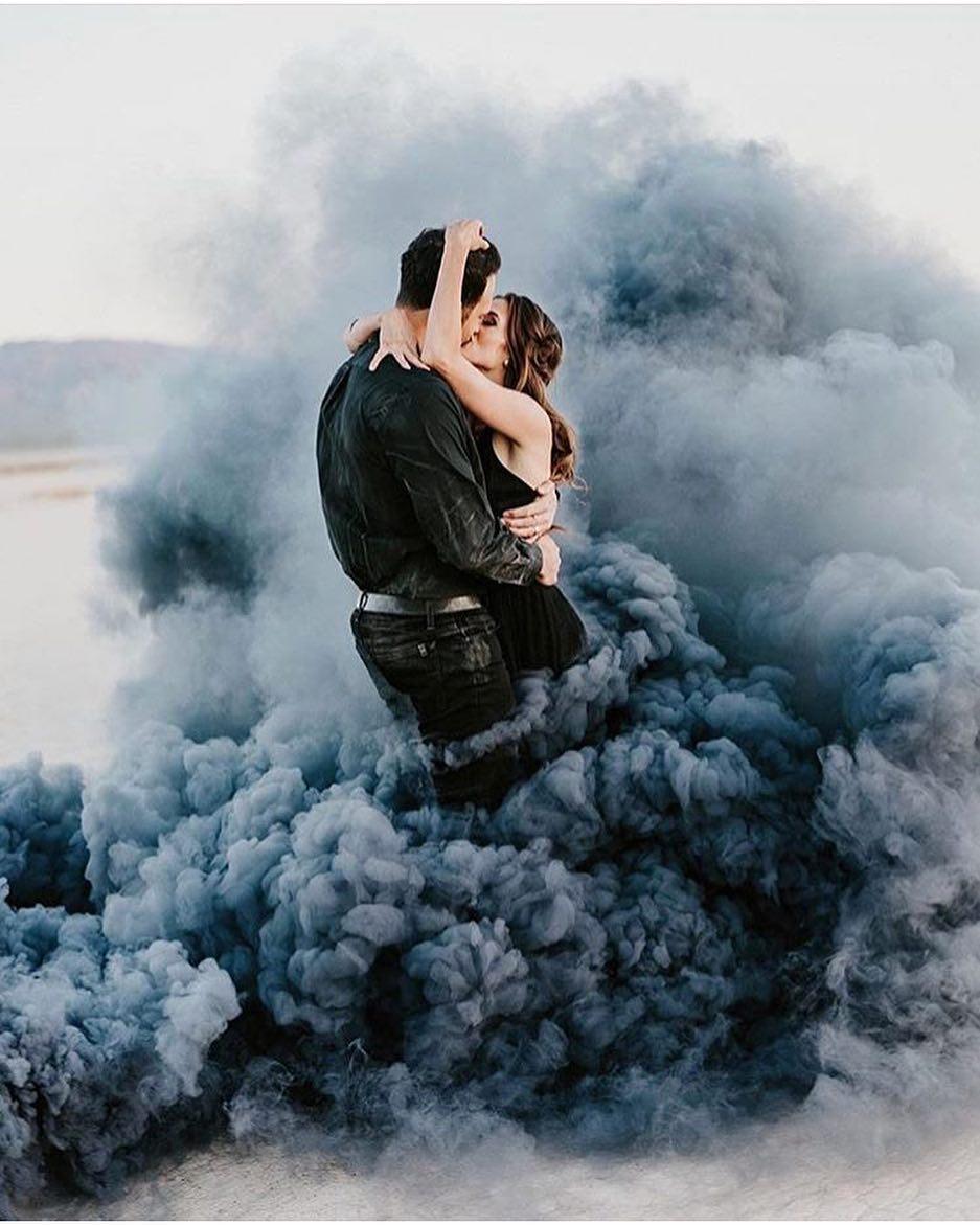 Engagement Photo Ideas: Smoke Bomb Engagement Photography Ideas
